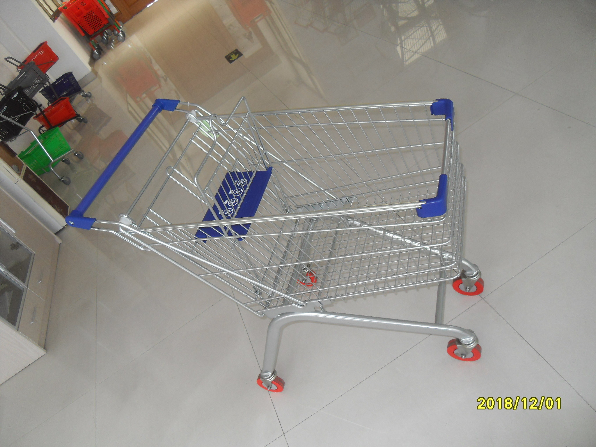 Europe Style 100L Supermarket Shopping Carts Grocery With Blue Plastic Parts