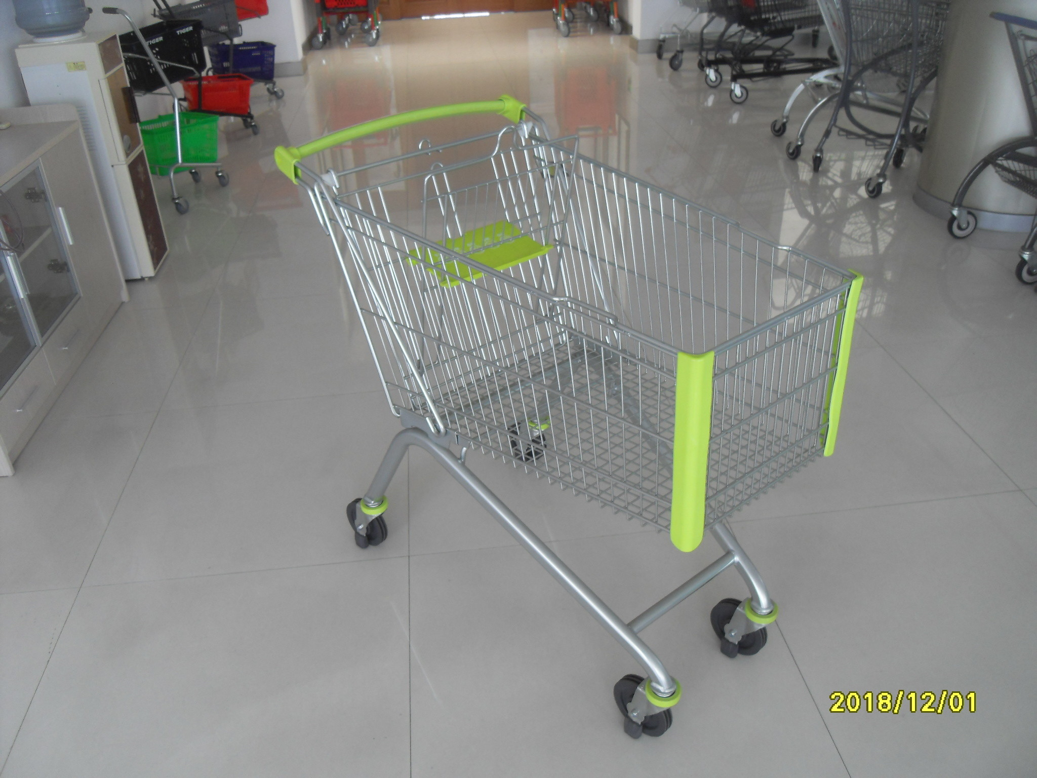 150 L Supermarket Shopping Carts With Special Plastic Parts And Four Casters