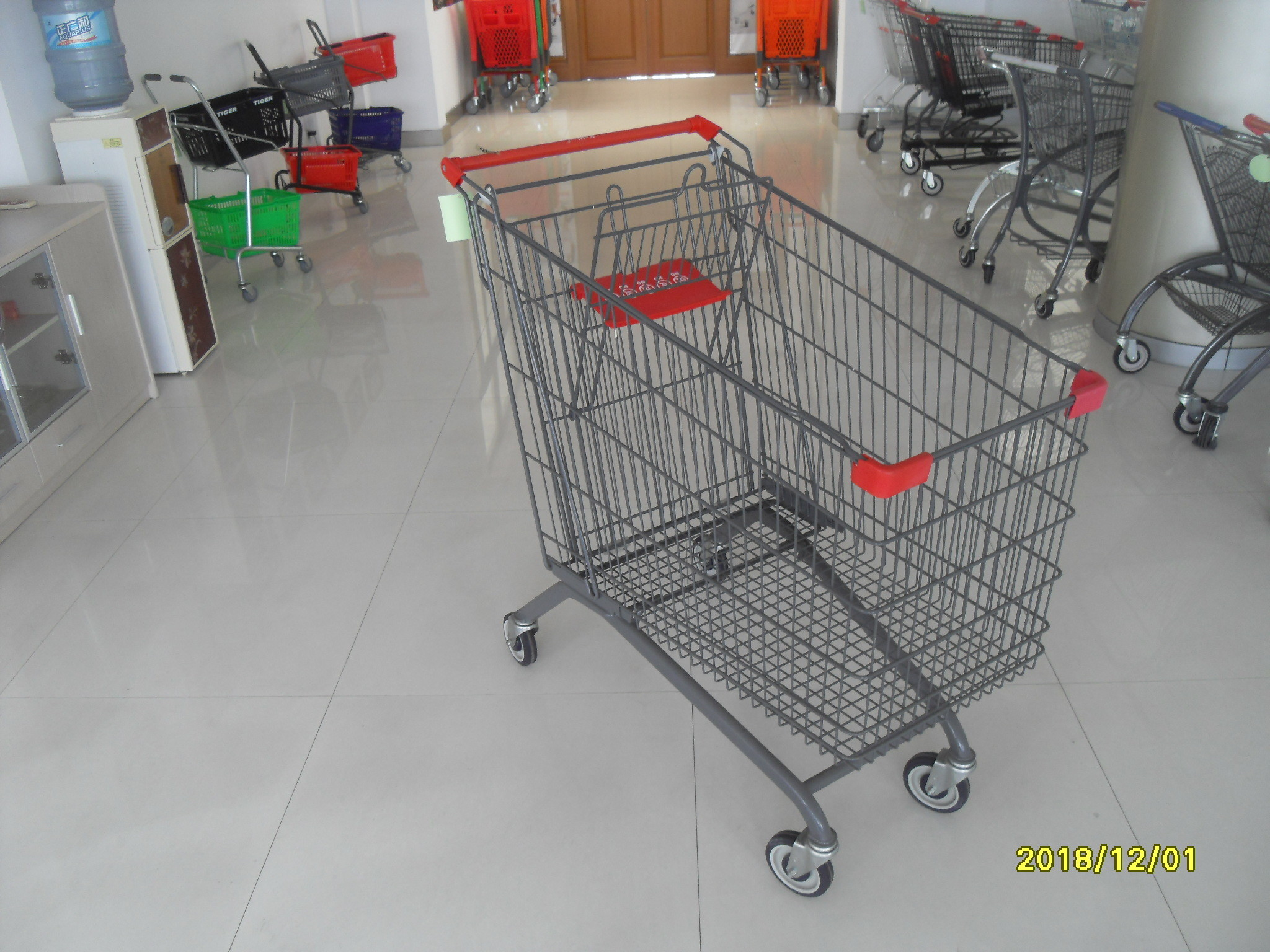 Zinc Plated Clear Powder Coating Supermarket Shopping Carts With Red Plastic Parts